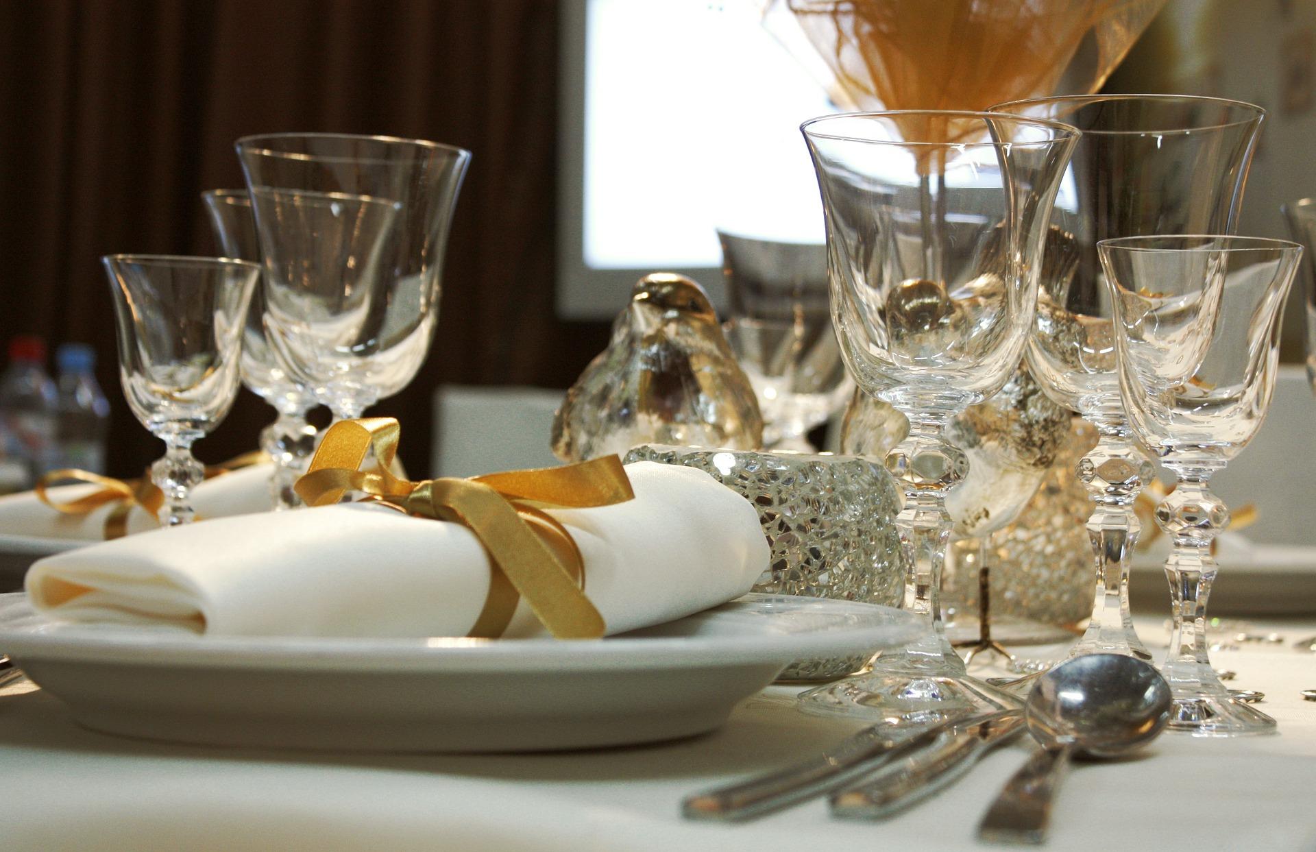 עיצוב שולחן קלאסי לחתונה