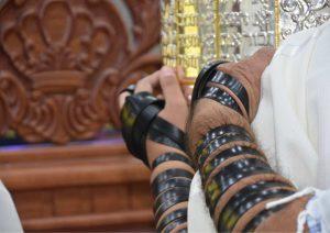 המדריך לחתן בר המצווה: איך מניחים תפילין?
